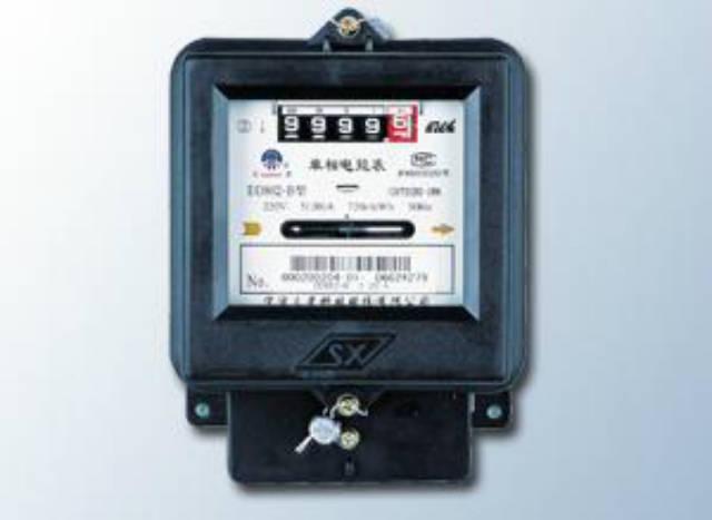 表测量其电能表出线电流i,然后根据电流大小,计算出用户用电功率p=0.